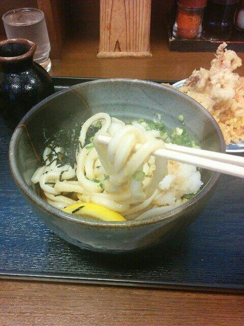うどん県でうどんを食べる